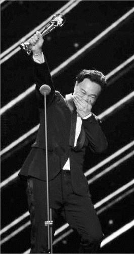 陳奕迅奪歌王 歌王獎項競爭激烈張學友失獎杯