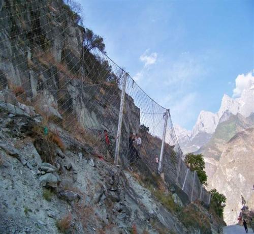四川越琪:被动边坡防护网适合什么样的地形安装