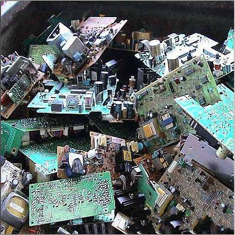 电子废品和电器废品同工程固体废品和城市固体废品比拟数目很小,但增长速度非常快,种类多,体积大、成分复杂