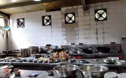 企业饭堂未安装厨房油烟净化器,直排油烟!