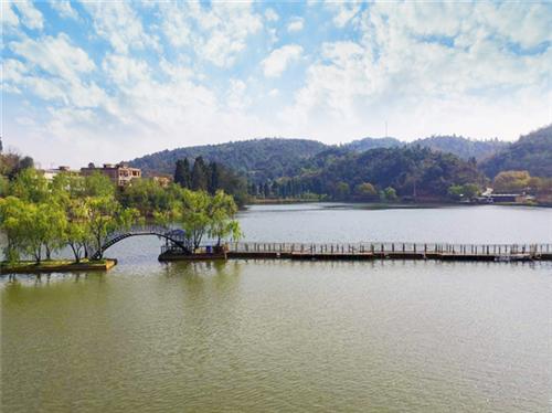 昆明金殿附近周末家庭出游好去处二龙湖度假山庄