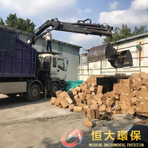 收废品会被人看不起?带你_香港废品回收_深入废品回收行业!