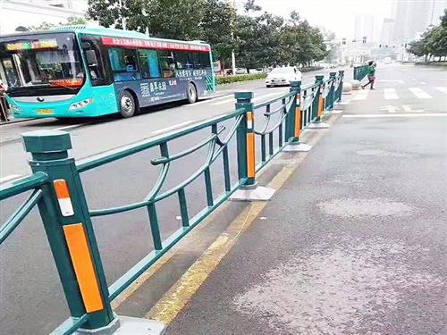 一些常见的城市道路护栏