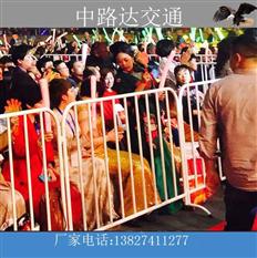 东莞体育馆运用红色铁马护栏实例