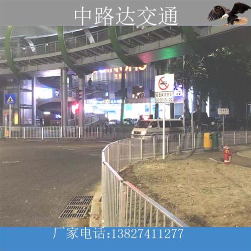 东莞凤岗市政道路深标护栏安装完毕