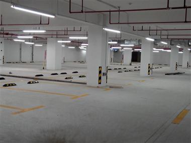 龍華潤達圓庭地下停車場熱熔劃線工程
