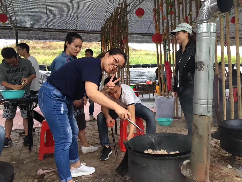 深圳农家乐野炊团队做饭精彩瞬间