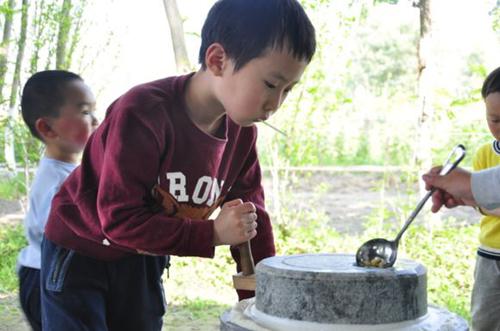 松湖生态园亲子手工DIY活动磨豆浆