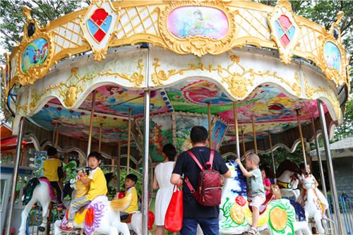 东莞松湖生态园机动游乐场旋转木马