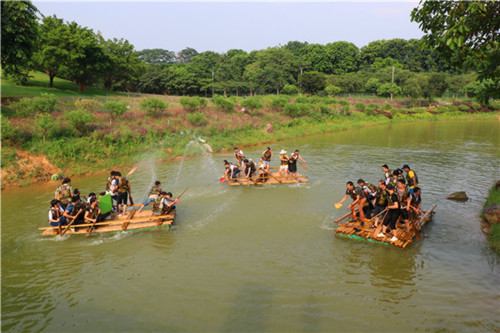 松湖生态园农家乐水上竹筏