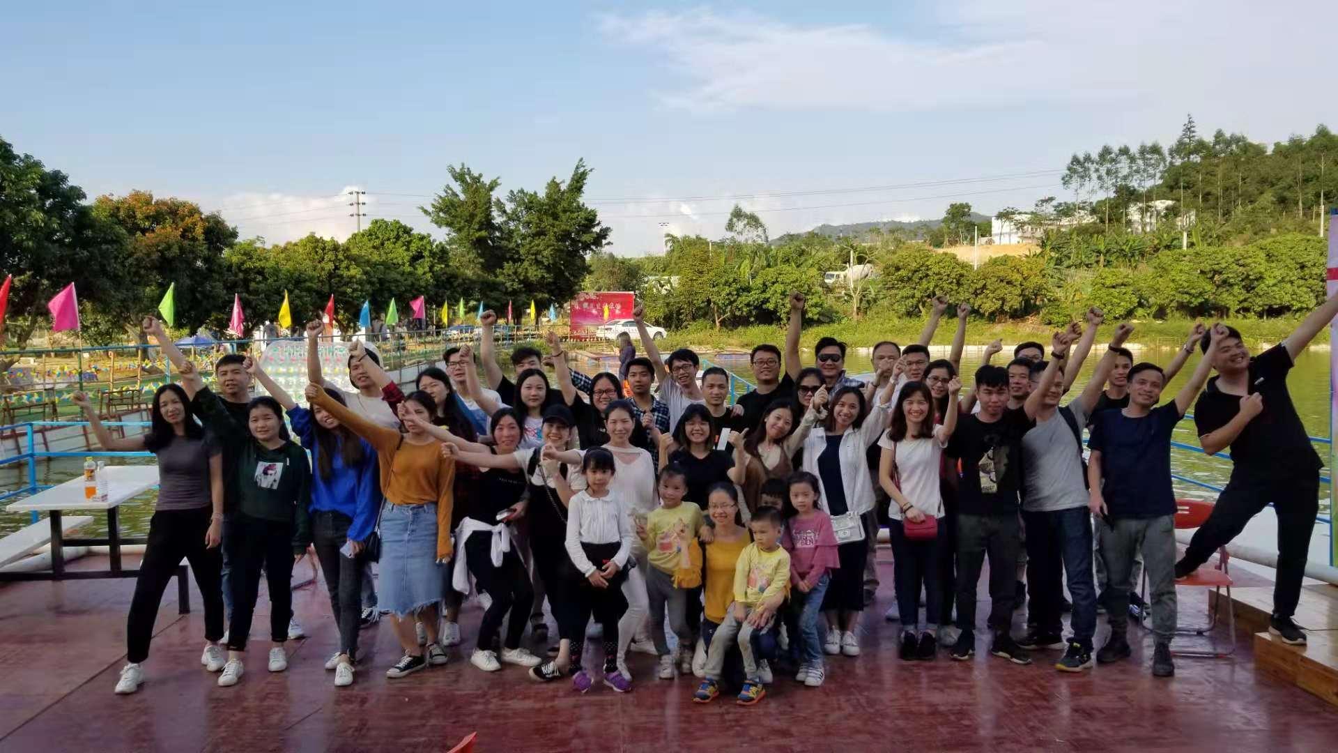 乐湖生态园游客合影