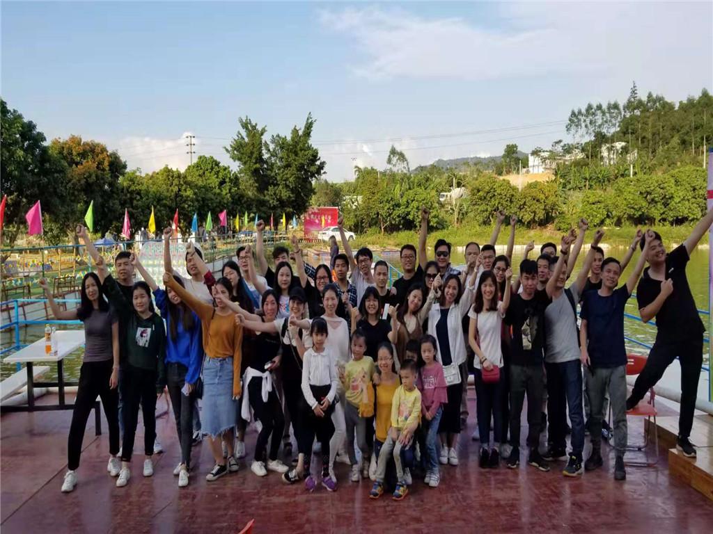 深圳农家乐-乐湖生态园水上大舞台合影留念