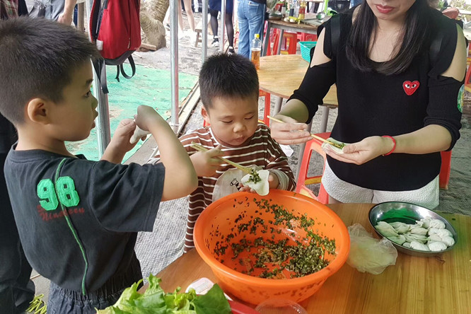 乐湖生态园包饺子