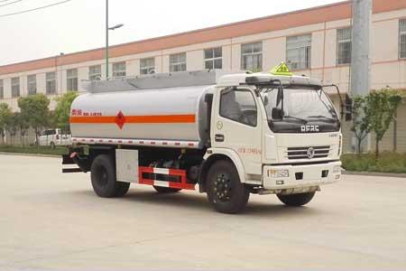 东风多利卡8.6立方运油车1