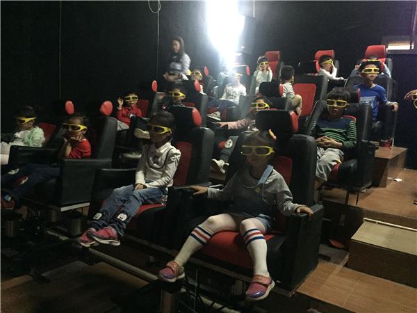【震撼5D电影】影片的视觉冲击感完全区别于家庭影院以及电影院,让你置身在影片之中,仿佛你就是电影导演,让视觉冲击带给你更多的快乐和刺激。