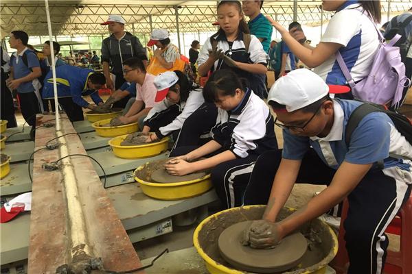 【陶艺制作】中国人的骄傲之一,汉唐盛世的杰作,很多人无法体验的艺术之美,今天我们一起来体验吧,让不起眼的泥巴在我们的手中变幻出无限的精彩,让快乐延续到生活中去。