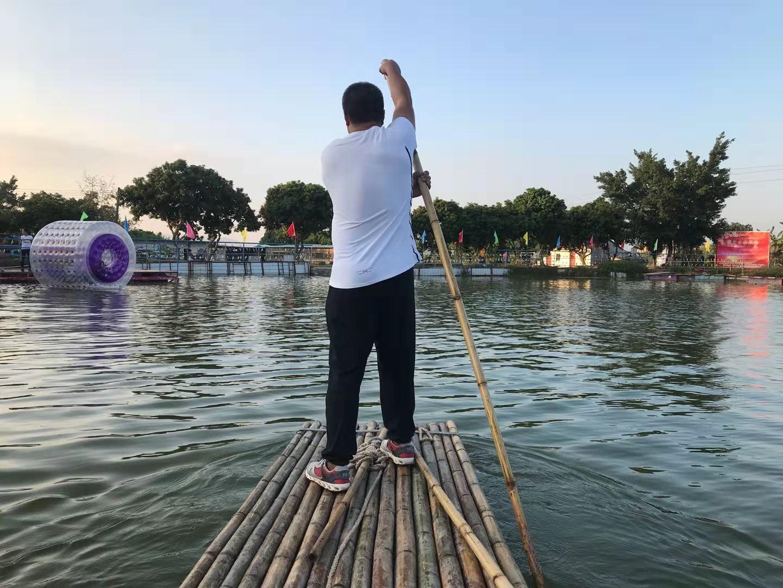 乐湖生态园水上竹筏