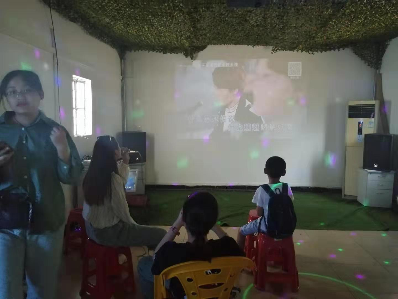 松山湖华为小伙伴在绿野生态园体验生态唱吧