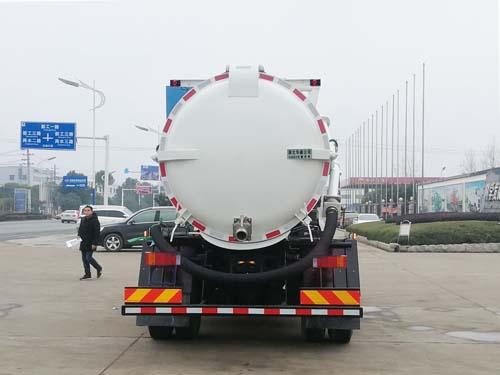 东风天锦污泥运输车1