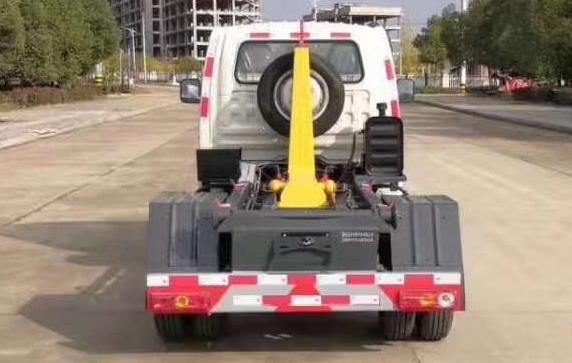福田3立方钩臂垃圾车4