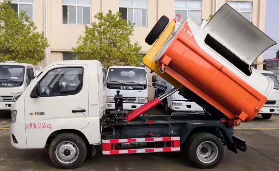 福田3立方钩臂垃圾车5