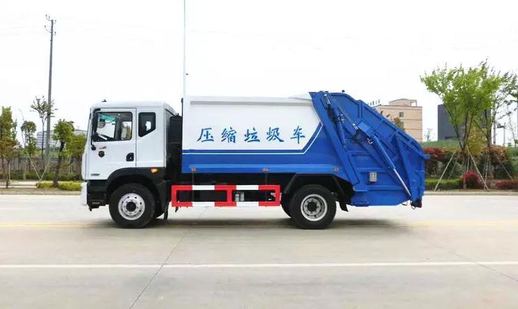 东风大多利卡D9十方后装压缩垃圾车3