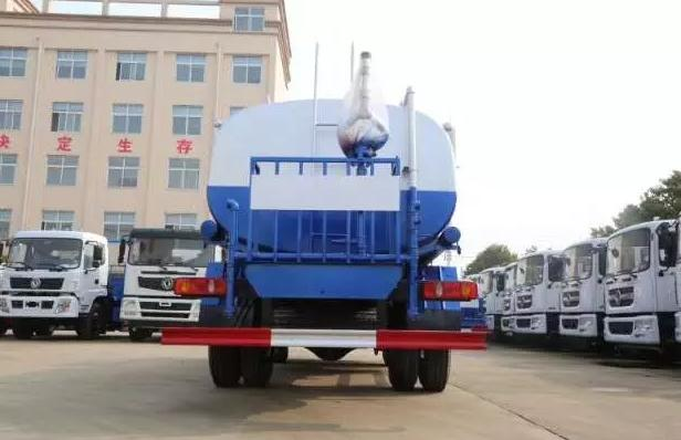 出口10吨12吨洒水车雾炮洒水车3