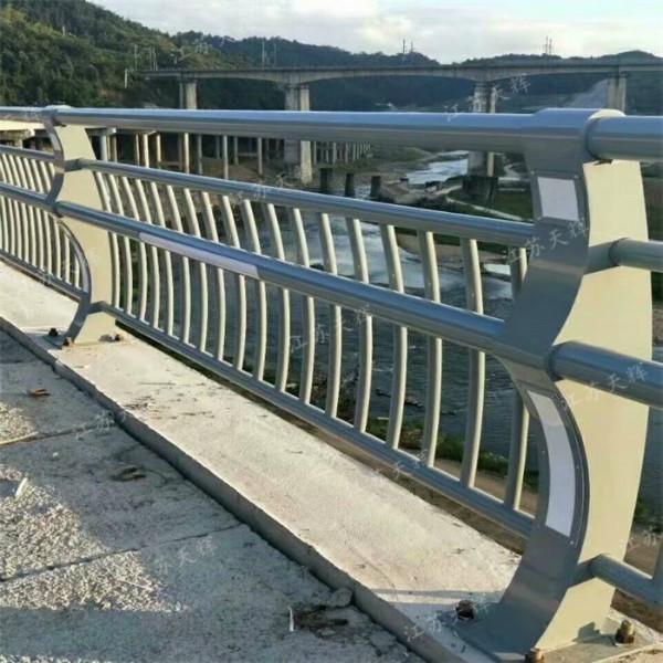 国家规范的桥梁护栏应具备哪些规格要求