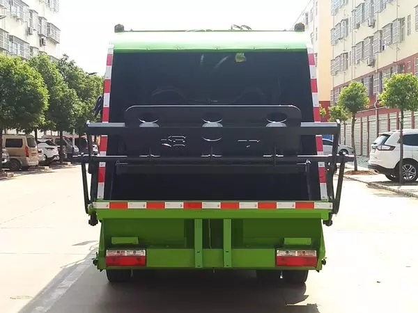 8方压缩垃圾车4