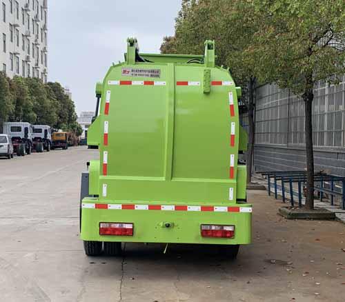 东风小多利卡餐厨垃圾车3-5立方污泥运输车2