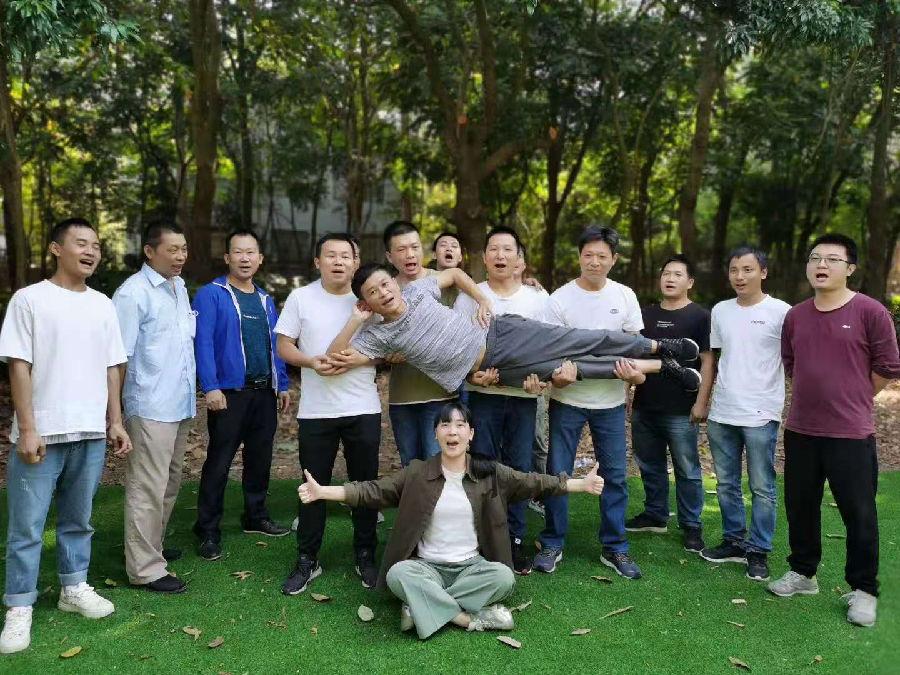 深圳公司团建在乐水山庄展示队伍风采
