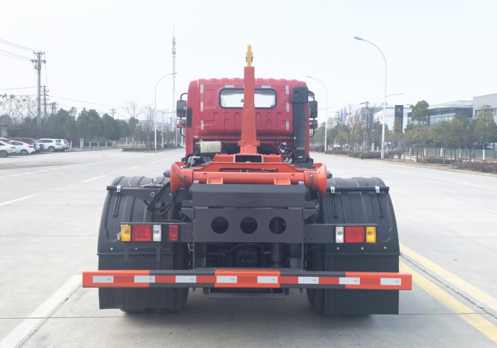 福田瑞沃20吨钩臂垃圾车4