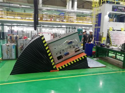 廣州客戶平板翻模機試機現場