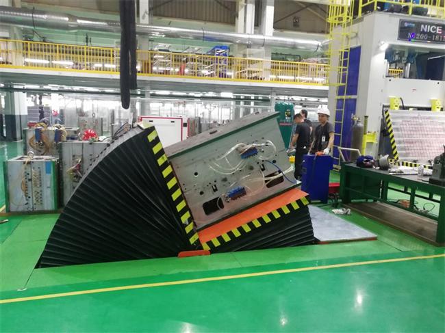 广州客户平板翻模机试机现场