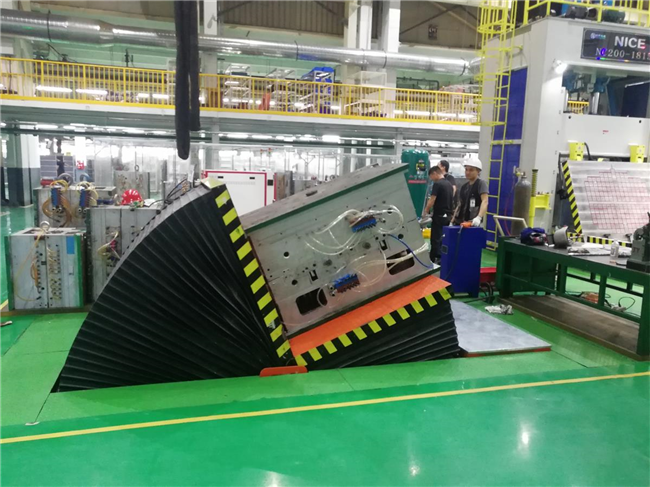 Tablet hydraulic turning molding machine testing in Guangzhou