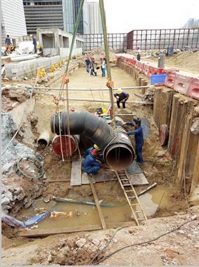妈湾自贸西街端头冷水管道施工