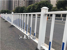 热镀锌钢护栏的优点和缺点