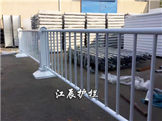 道路中央隔离护栏作用