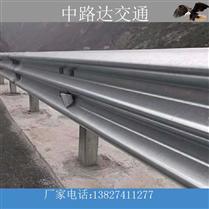 波形护栏高速公路使用中的护栏,高速波形护栏板多少钱
