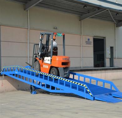 福建移动式登车桥装卸货平台华工机械