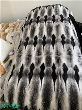 染色兔皮褥子