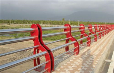 不锈钢桥梁护栏安装