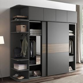 卧室组装衣柜