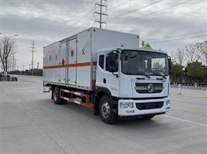 东风D9易燃液体厢式运输车