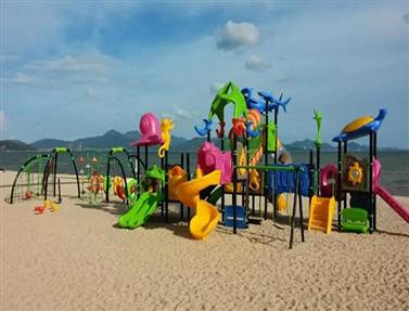 华润地产海滩滑梯