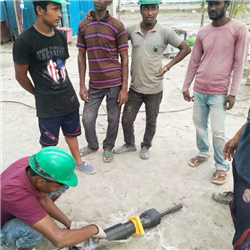 孟加拉客户现场调试愚公斧分裂机