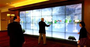 海外交互式液晶拼接屏加触摸框实现互动体验