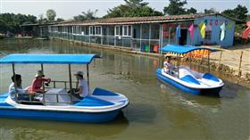 心湖生态园脚踏船