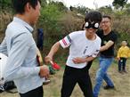 深圳农家乐拓展敲响幸运锣瞬间
